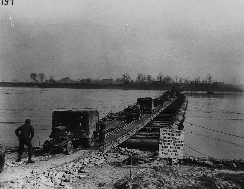 800px-Pontoon_bridge_Rhine_River_1945